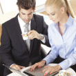 Businesscouple with Laptop — Stock Photo #31934591