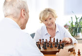 Senior couple playing chess — Stock Photo