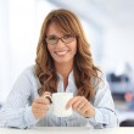 Businesswoman drinking coffee — Stock Photo