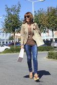 Linda mulher shopping — Foto Stock