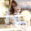 Woman sitting in coffee shop — Stock Photo