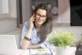 Jonge mooie zakenvrouw — Stockfoto