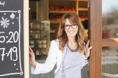 Woman standing in front of coffee shop — Stock Photo