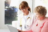 Female doctor with senior patient — Stock Photo