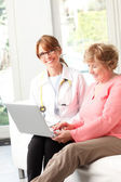 Female doctor with senior patrient — Stock Photo