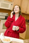 Woman tlaking on telephone — Stock Photo