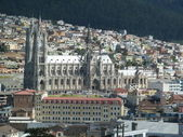 The Basilica of the National Vow (Spanish: Basílica del Voto Nacional), Quito, Ecuador. It is sometimes also called the Catedral Consagración de Jesús or the Basílica de San Juan. — Foto Stock