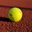 Tennis ball in a court. Useful for tennis background designs. — Stock Photo