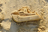 Mold boat in the sand. Kids play. — Stock Photo