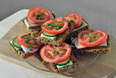 Wholemeal rye bread sandwich with tomato, cucumber, radish and c — Stock Photo