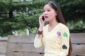 Seat on the bench of the girls answered the phone — 图库照片