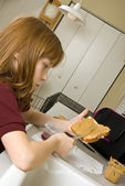 Young school girl preparing a healthy lunch for school — Stockfoto