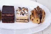 孤立したチョコレート ケーキ — ストック写真