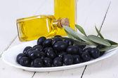 Oliven, isoliert — Stockfoto
