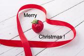 红丝带背景上圣诞 ornamente — 图库照片