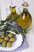 Olives and oi bottle — Stockfoto