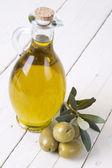 Bouteille d'huile isolé — Photo