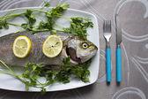 板上的新鲜鱼 — 图库照片