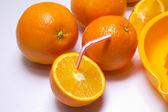 Laranjas e suco de laranja — Fotografia Stock