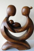 Wooden carving of mother father and child — Stock Photo
