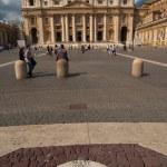 Basilique de Saint Pierre et barelief avec le vent d'ouest — Photo