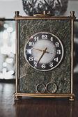 Vintage klockor och vigselringar — Stockfoto