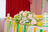 Flowers on a festive table — Foto Stock