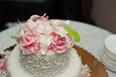 Pie with roses. — Stock Photo