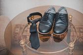 Laarzen en stropdas. — Stockfoto