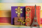 Decoración de regalos de Navidad con la torre eiffel — Fotografia Stock