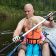 Dad and little daughter are sailing, kayaking on the river. — Stock Photo