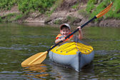 Kids kayaking — Foto de Stock