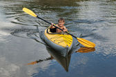 Kids kayaking — Stock Photo