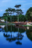 Lake Park Inside University Technology Malaysia in Blue Hour — Stock Photo