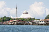 Floating homes and Mosque of Sandakan — Stock Photo