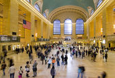 Workers and tourists in the Grand Central Station — 图库照片