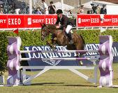 Cavallo salto concorrenza a barcellona — Foto Stock