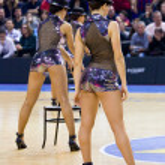Cheerleaders perform — Stock Photo