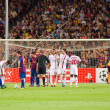 Leo Messi shots a free kick — Stock Photo