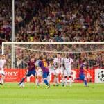 Leo Messi shots a free kick — Stock Photo