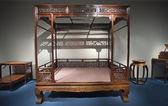 Zabytkowe łóżko — Zdjęcie stockowe