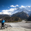 Girl with a bicycle in the high mountains Himalayas. Annapurna track — Stock Photo