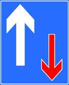 Trafik har prioritet över mötande fordon — Stockfoto
