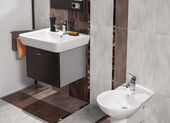 Detail of modern bathroom with white sink and bidet — Stock Photo