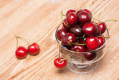 Ripe cherries in a transparent bowl — Stock Photo