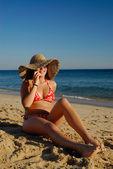 Garota na praiaragazza sulla spiaggia — Foto Stock