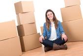 Ragazza con scatole — Foto Stock