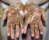 Händer med indiska mönster — Stockfoto