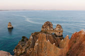 Zachód słońca i piękne klifach regionu algarve, portugalia — Zdjęcie stockowe