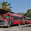 Colourful chicken buses on a street in Antigua, Guatemala — Stock Photo